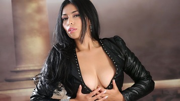 Show-ul fierbinte al lui LovelyEvaxxx – Fata pe Jasmin