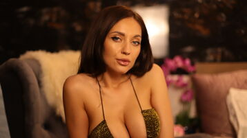 Show-ul fierbinte al lui DiamondRoseX – Fata pe Jasmin