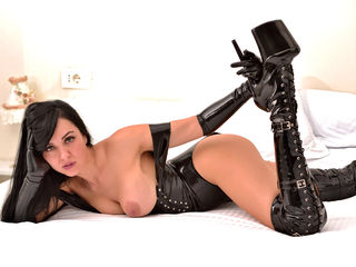 5 GOOD REASONS WHY PEOPLE LOVE TO SUBMIT ONLINE TO LIVE DOMINATRIX CAMS