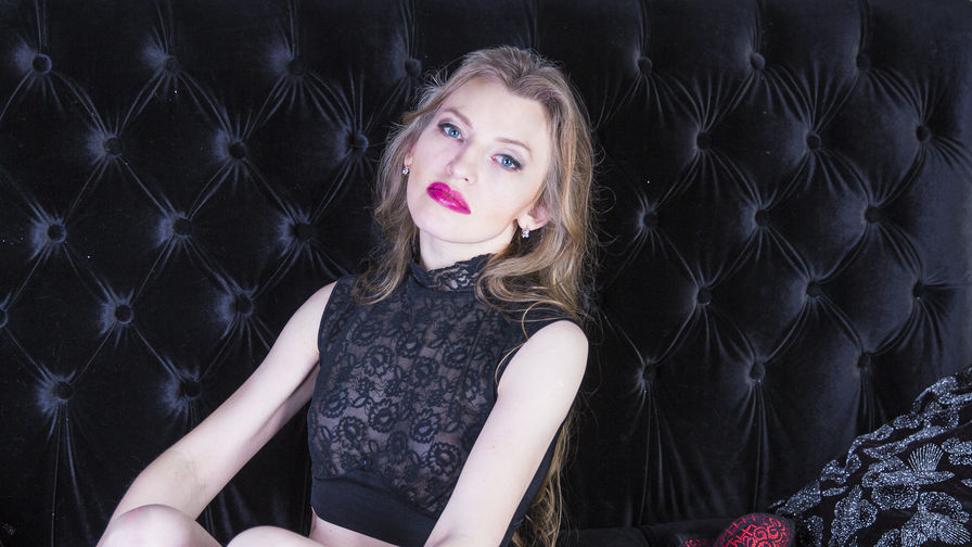 SquirtyMia | LiveSexAwards