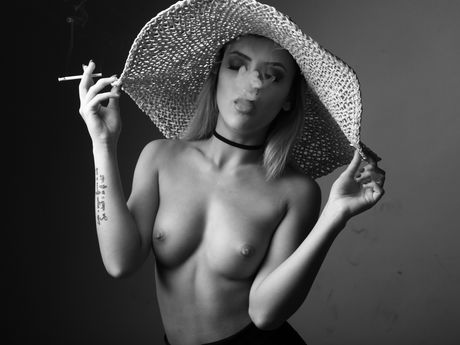 LorenaBlows