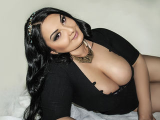 7 BBW Cam Models Bringing You Plus Sized Satisfaction