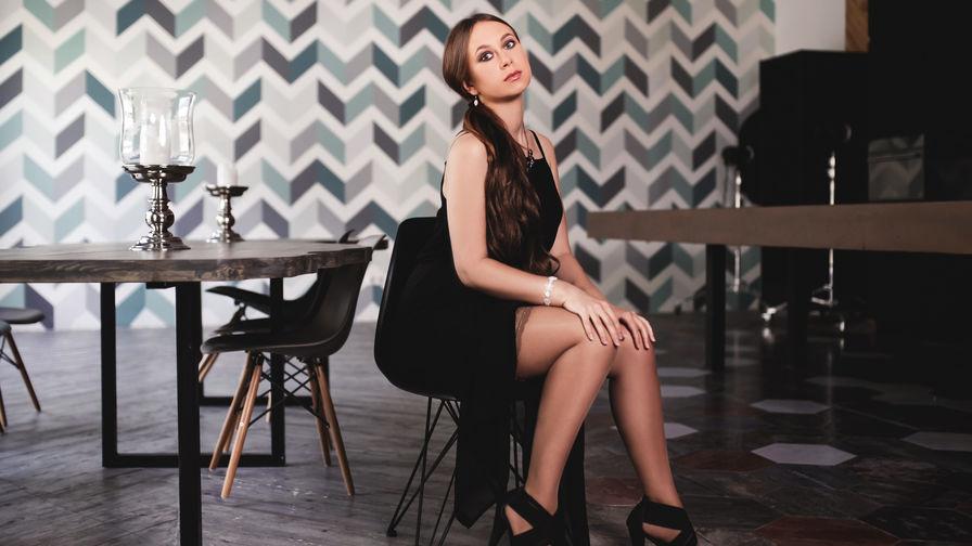 AstuteBrooke | Livelady