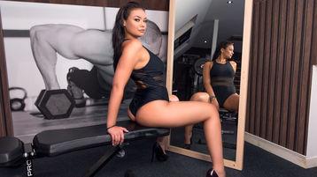 Show-ul fierbinte al lui MillaRave – Fata pe Jasmin