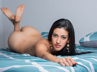 Latin cam girl with perfect curves