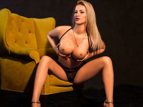 LOVELYBLONDIExx