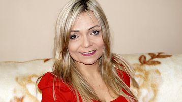 Show-ul fierbinte al lui KaylaKisss – Fata pe Jasmin