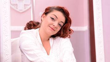 Show-ul fierbinte al lui AdellyneBlue – Fata pe Jasmin