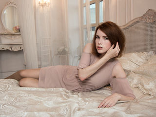 RedCherryEva: Girl with brown hair looking like Nicole Kidman