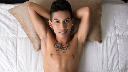 DerekBenson | Livecamboys Peterfever