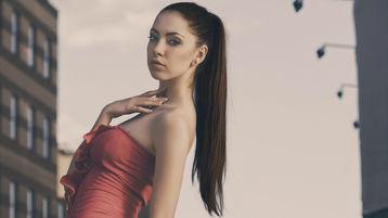 Show-ul fierbinte al lui BellaSummer – Fata pe Jasmin