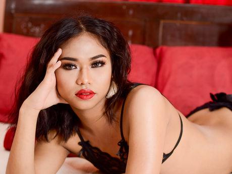 HD. Maya Gold, a magyar pornósztár az uszodában.