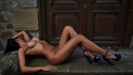 LonnaLuxx69's profile picture – Girl on LiveJasmin
