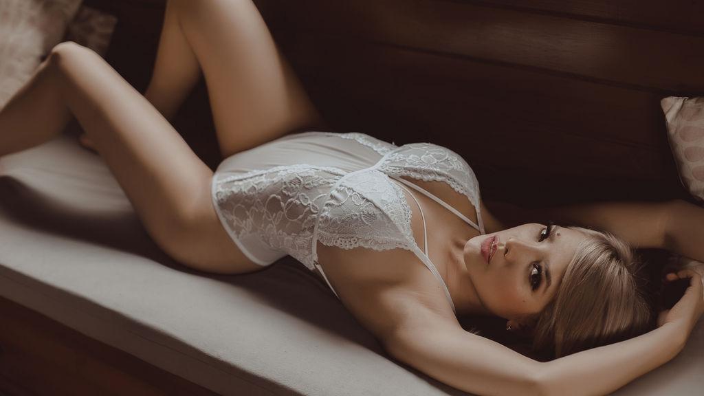 AshleyAlba's hot webcam show – Girl on LiveJasmin