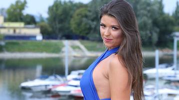 Show fierbinte la webcam NinaAzzurro  – Fata pe Jasmin
