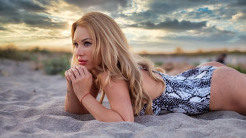 Show fierbinte la webcam sweetblondeesx  – Fata pe Jasmin
