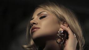 Show fierbinte la webcam DesiredMia  – Fata pe LiveJasmin
