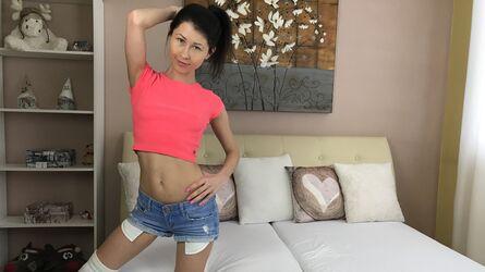С голой жопой на улице порно видео