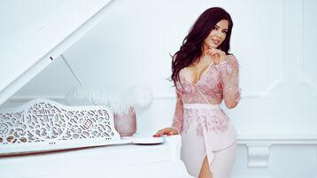 Show fierbinte la webcam RaissaDiva  – Fata pe Jasmin