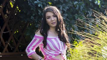 Show fierbinte la webcam CharmeLize  – Fata pe Jasmin