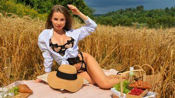 Show fierbinte la webcam MellyMoue  – Fata pe Jasmin