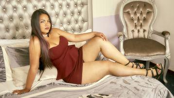 Show fierbinte la webcam LoriBahuer  – Fata pe Jasmin