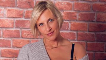 LuisaCutes hete nettkamera show – Het flirt på Jasmin