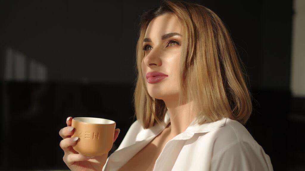 GlamorNikki sexy webcam show – Dievča na LiveJasmin