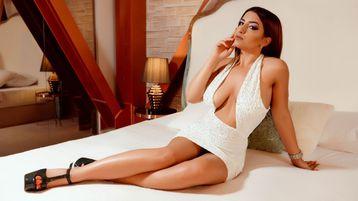 Show fierbinte la webcam AishaArif  – Fata pe Jasmin