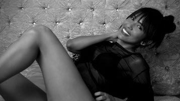 Show fierbinte la webcam Attenaa  – Fata pe Jasmin