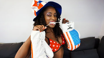 Show fierbinte la webcam SimoneAnkh  – Fata pe Jasmin