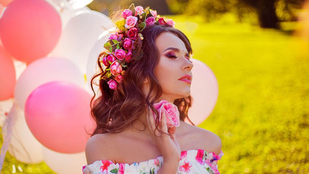 LuciaMia's hot webcam show – Hot Flirt on LiveJasmin