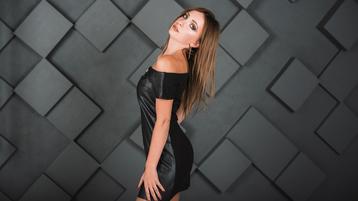 Show di sesso su webcam con MircelaShind – Hot Flirt su Jasmin