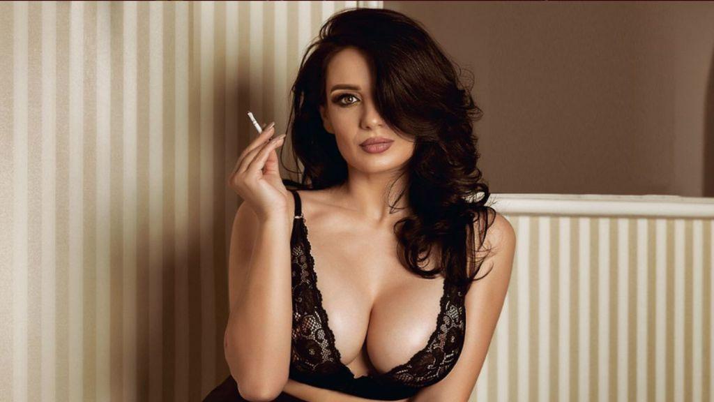 Show fierbinte la webcam LouiseKay  – Fata pe Jasmin