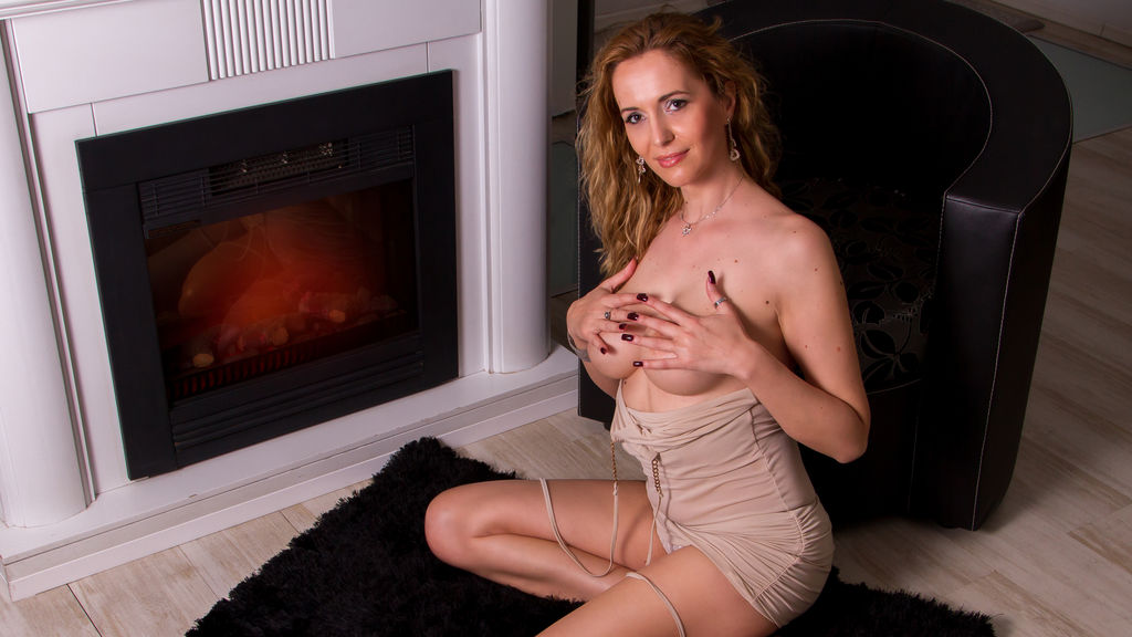 julyblondy's hot webcam show – Mature Woman on LiveJasmin