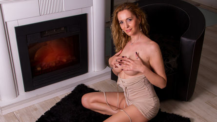 julyblondy's profile picture – Mature Woman on LiveJasmin
