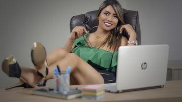 Show fierbinte la webcam ReynaRobles  – Fata pe Jasmin