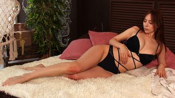 Show fierbinte la webcam LunaIntelligent  – Fata pe Jasmin