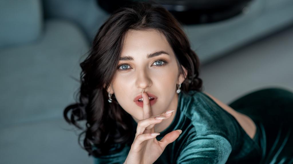BrendieWhite žhavá webcam show – Sexy Flirt na Jasmin