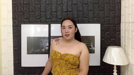 Asijské pornohvězdy kouření