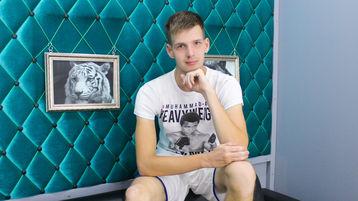 CrispinJames's hot webcam show – Boy on boy on Jasmin