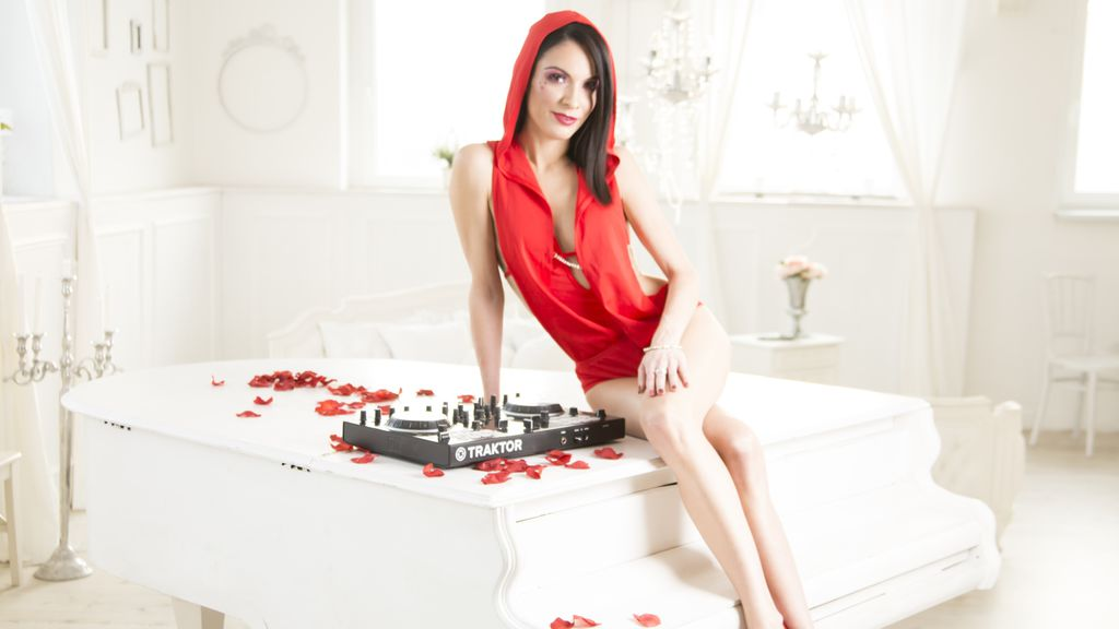 DJaneQueen's hete webcam show – Hete Flirt op LiveJasmin