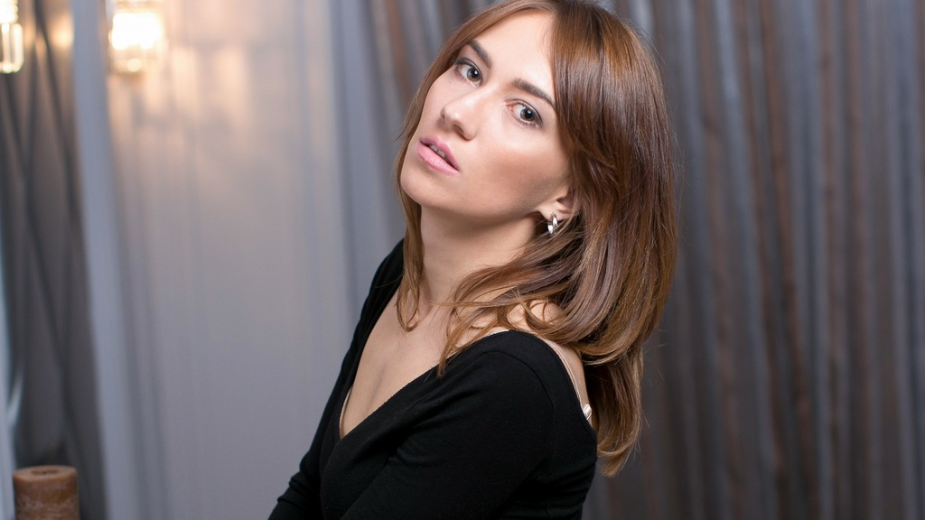 Live Sex Chat with ValeryShum or live strip on Pussy Fuck Cams