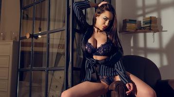 Show fierbinte la webcam LauraMay  – Fata pe Jasmin