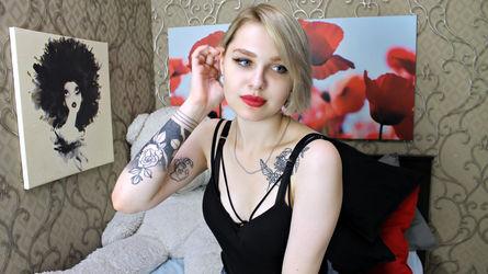 FlirtyLara