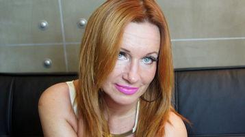 Show di sesso su webcam con JennyLoveXX – Hot Flirt su Jasmin