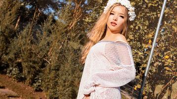 Show fierbinte la webcam LarissaMaia  – Fata pe Jasmin