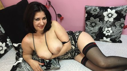 lovelykarine's profile picture – Mature Woman on LiveJasmin
