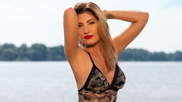 Show di sesso su webcam con QueenAneliss – Donna su Jasmin