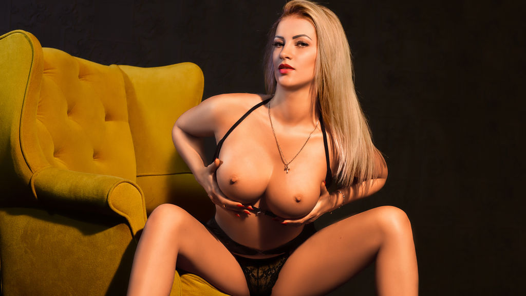 LOVELYBLONDIExx's hot webcam show – Girl on LiveJasmin